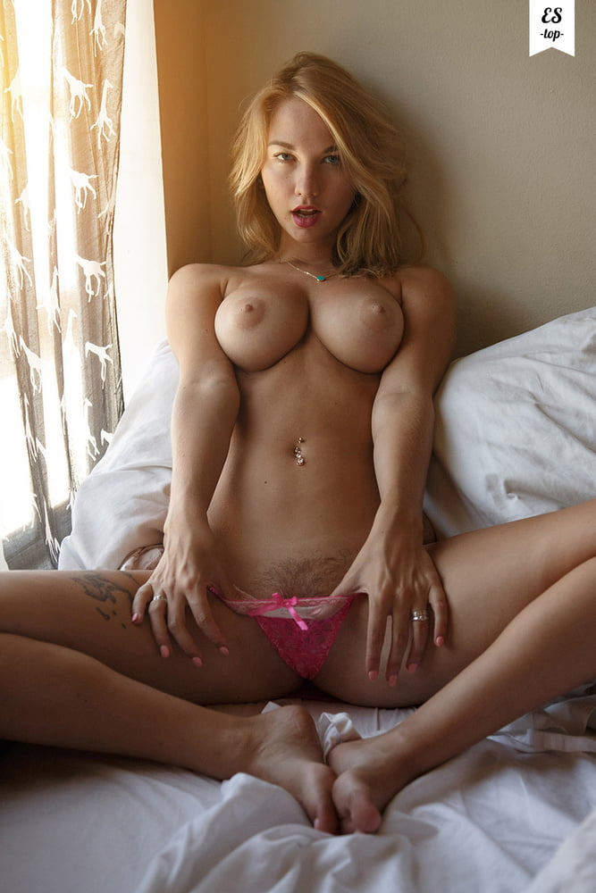 Busty girls posing - 574 Pics