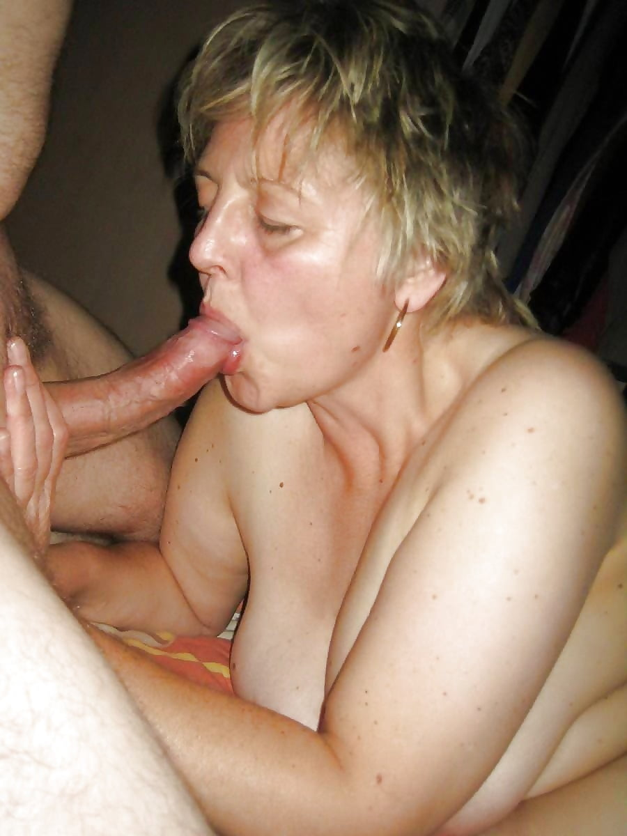 Порно старая жена сосет мужу домашняя подборка