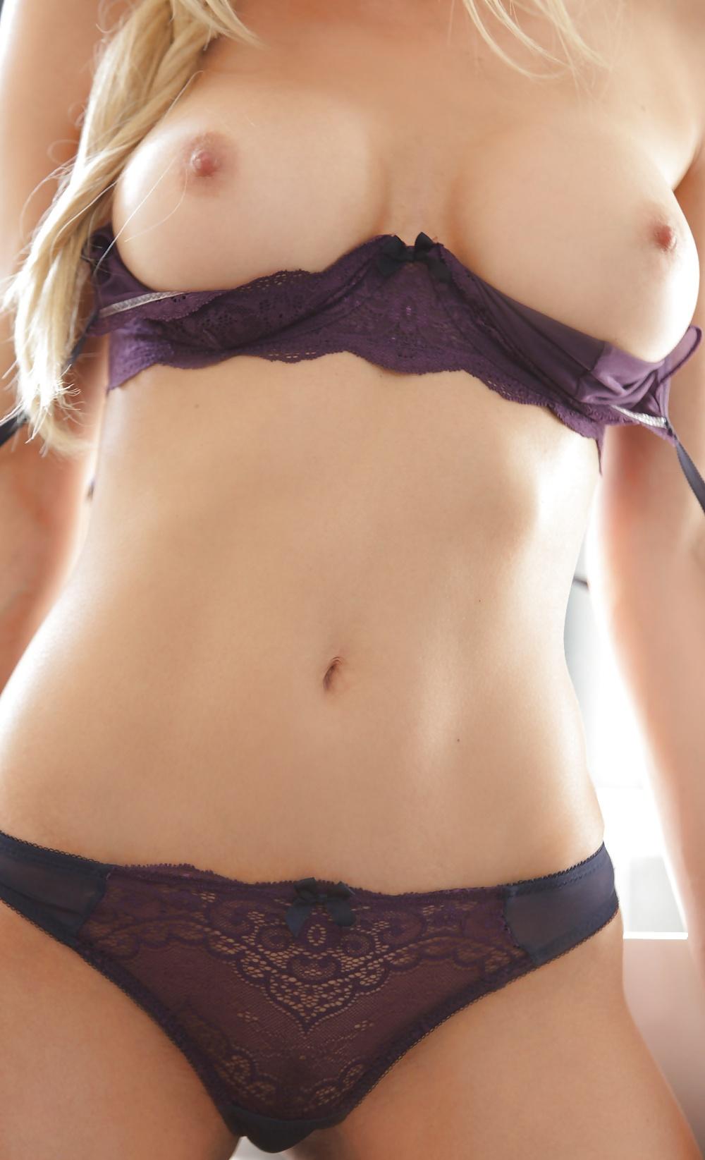 Голые девки прозрачные трусы онлайн