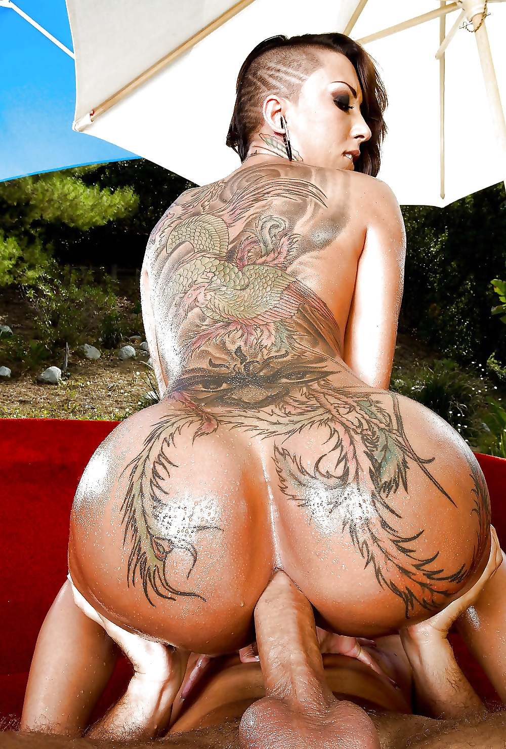 pornstar-with-back-tattoo