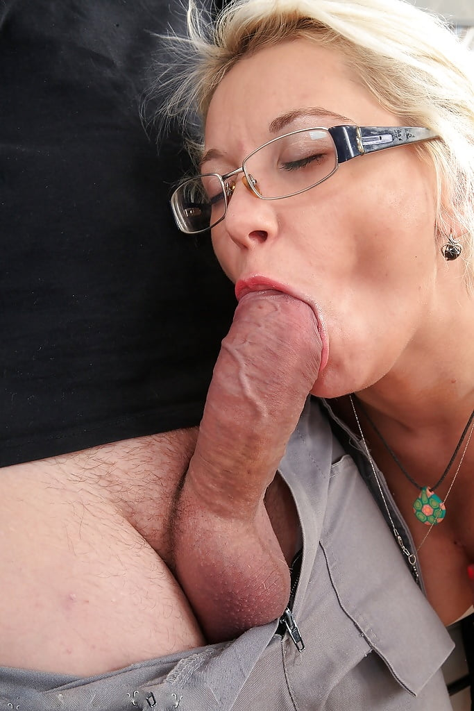 Two Mature Bitches Give Double Blowjob To A Hot Guy