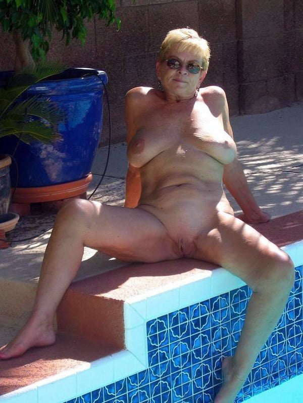 Older lady nude by pool — photo 5