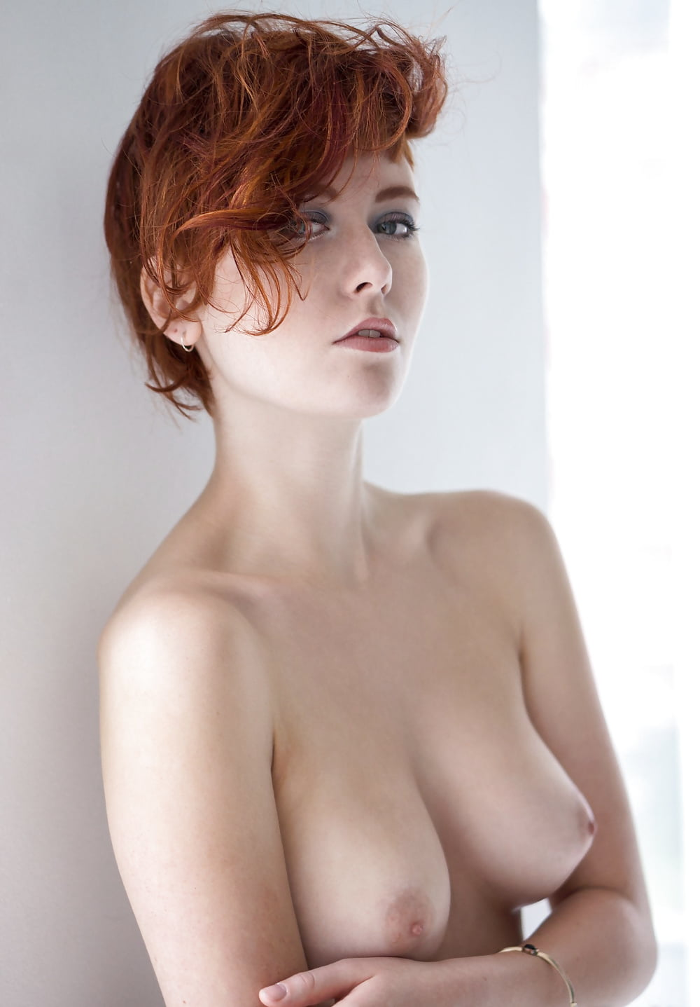 nude-gingers-with-short-hair-christmas-twins