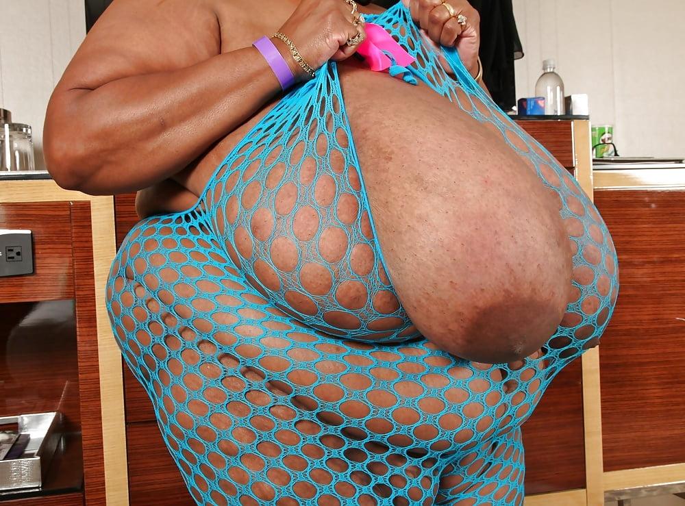 biggest-boobs-in-the-world-nude-woman-mattress-rachel