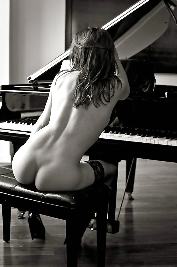 Model Nude Girl Female Woman Photo Big Busty Breasts Piano Picture Print Tina