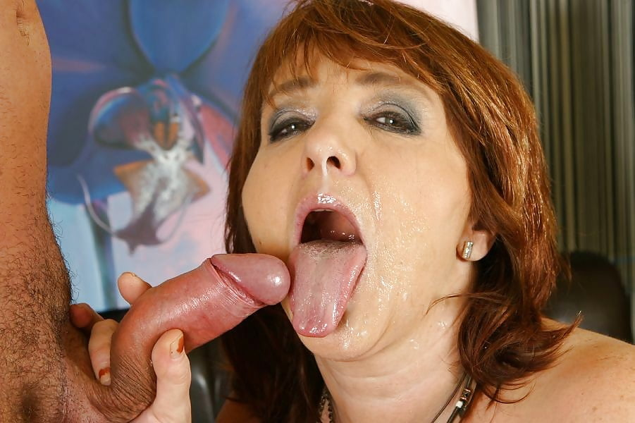 Wet lez mature cums