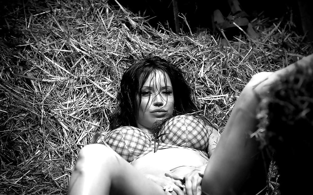 Смотреть онлайн эротический фильм о каникулах девушки в деревне