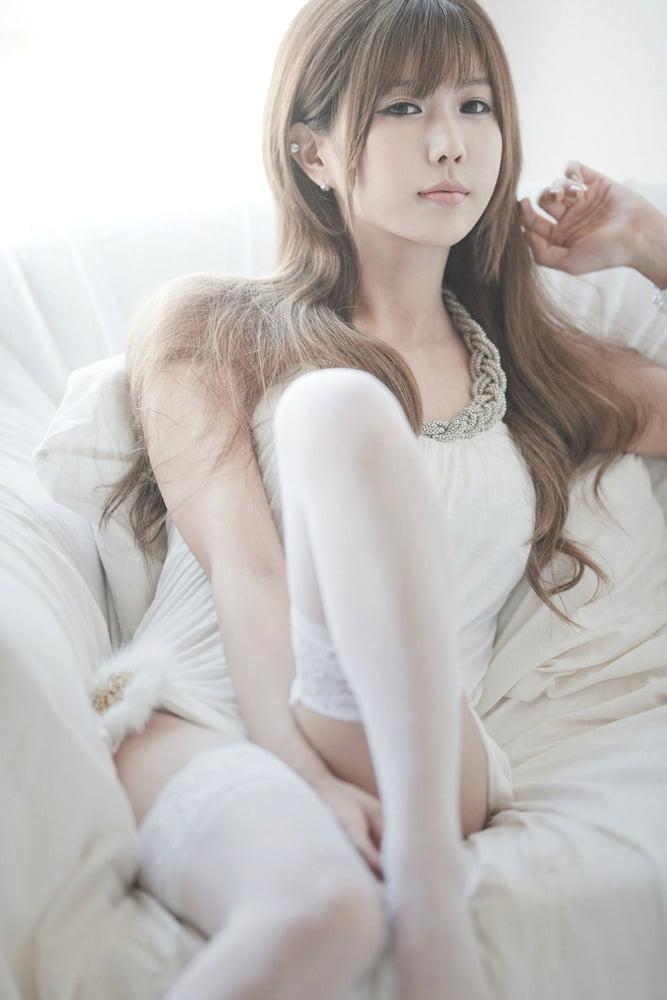 Heo Yun Mi (Korean Race Queen Part II) - 101 to 200 - 100 Pics