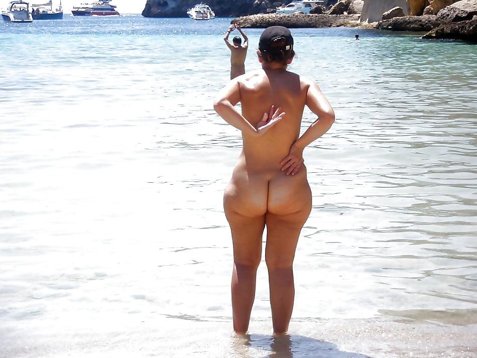 Bubble butt women nude beach
