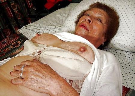 Me coji a mi abuela