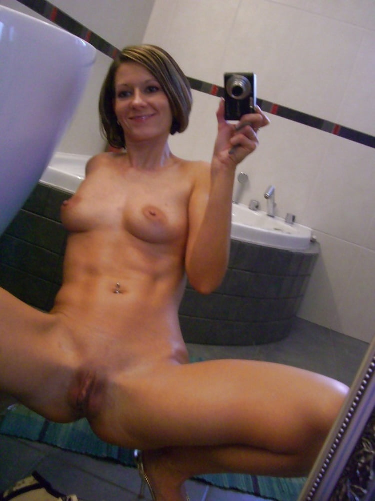 Selfie Shots From Amateur Bitch In Different Places Submityourflicks 1