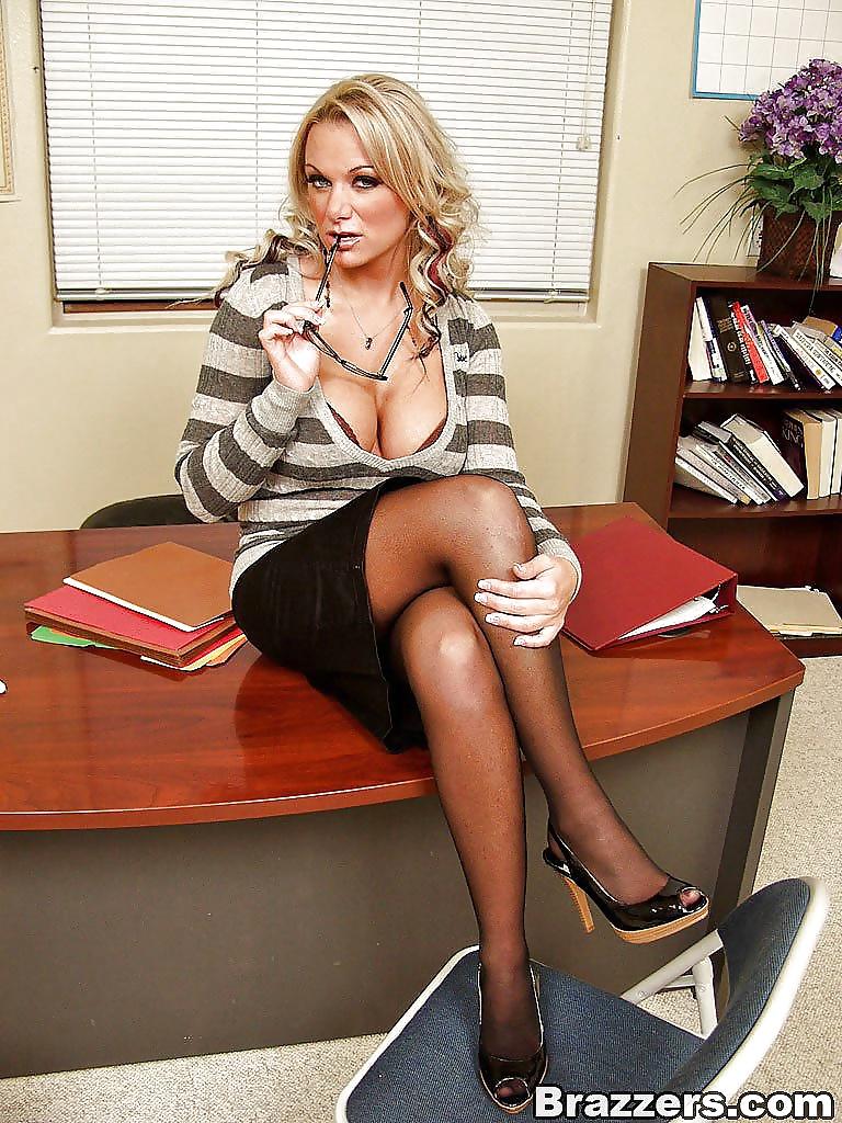 Milf Lesbian Nicolette New Lesson For Secretary