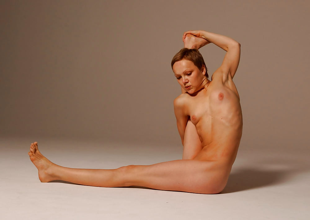 Photographer Captures Models In Beautiful Yoga Poses To Show Their Strength