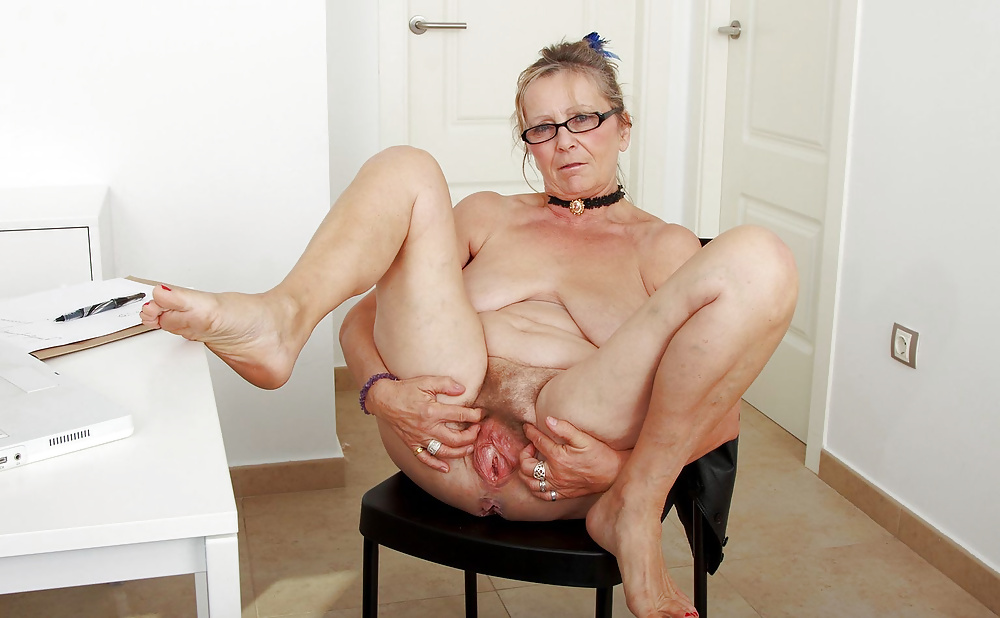 older-woman-pussy-stretching