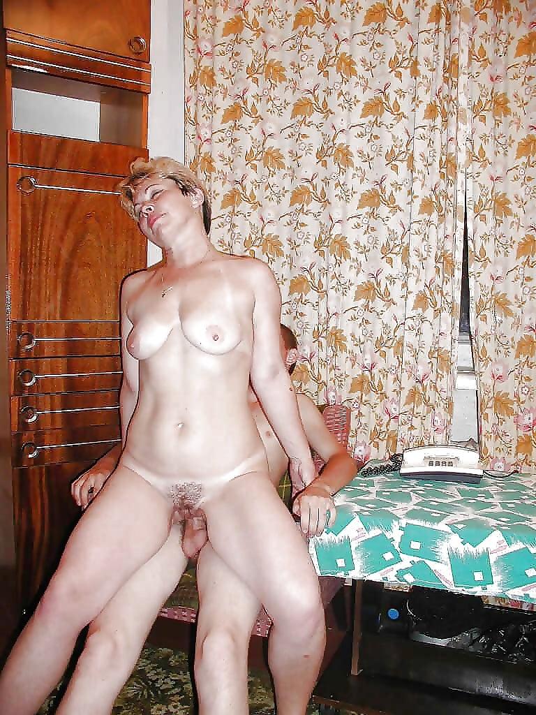 Порно с мамочками в деревне дома