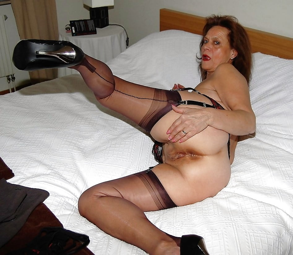 Very Hot Milf In Pantyhose Stockings