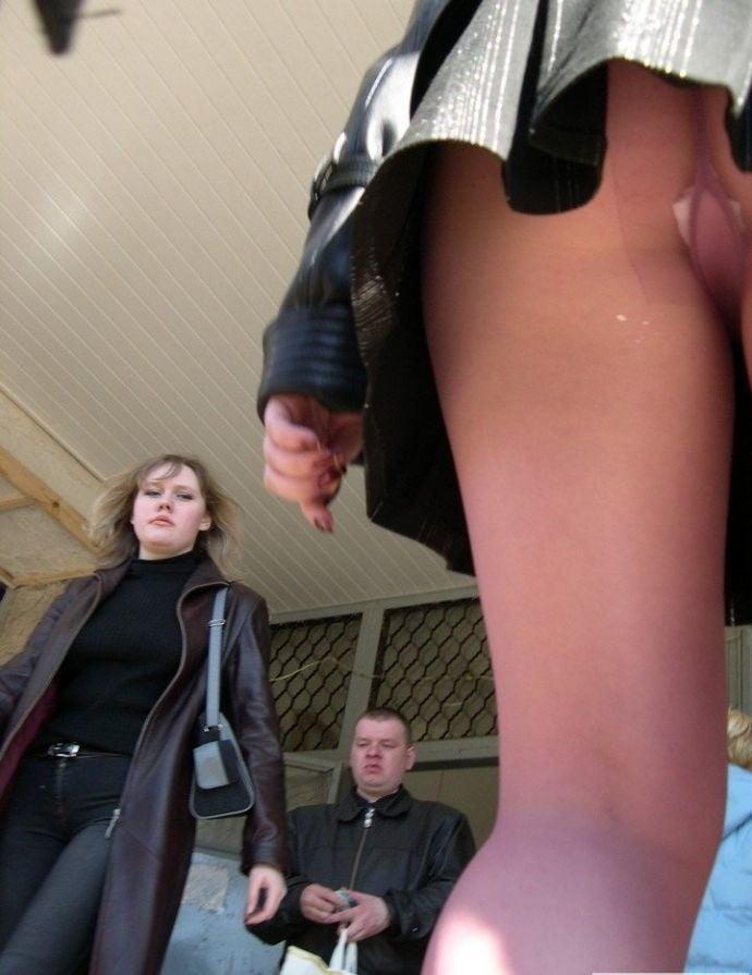 Бабы в коротких юбках скрытая камера онлайн порно