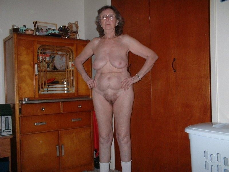 Granny strips - 14 Pics