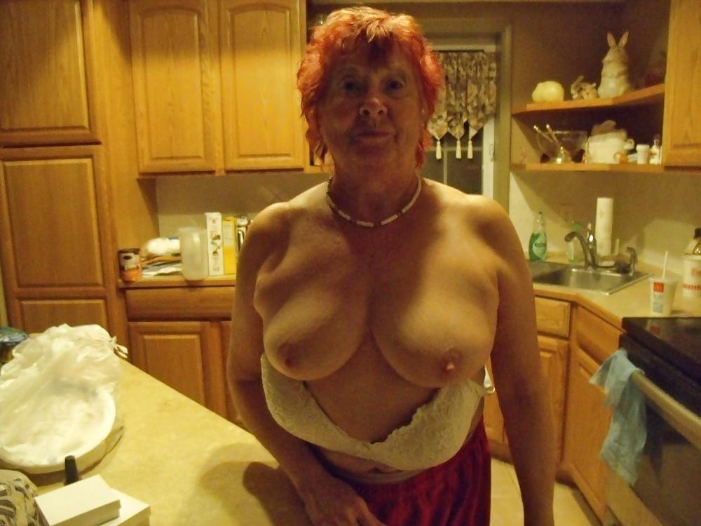 hot-nude-grandmas-selfpic-hariy-pussy-and-armpits
