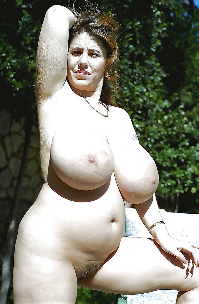 fattynaked-womens-pic-shoing-xxxl-tits