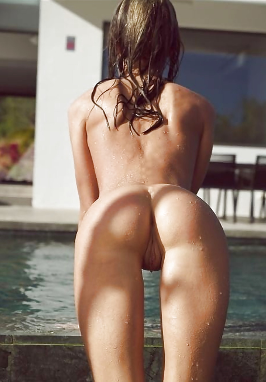 Naked Thigh Gap