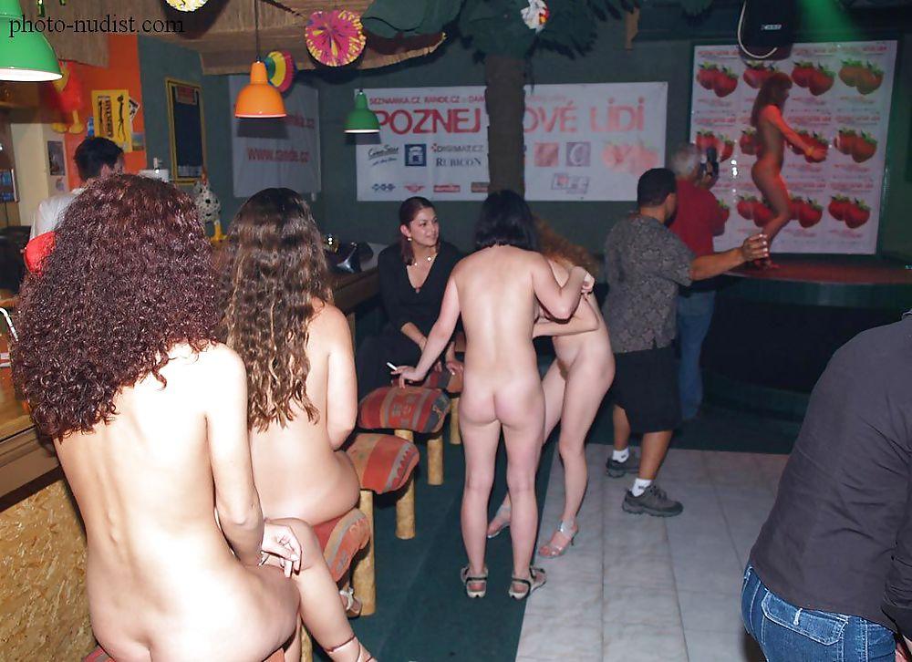 Голые пьяные женщины на публике фото 4