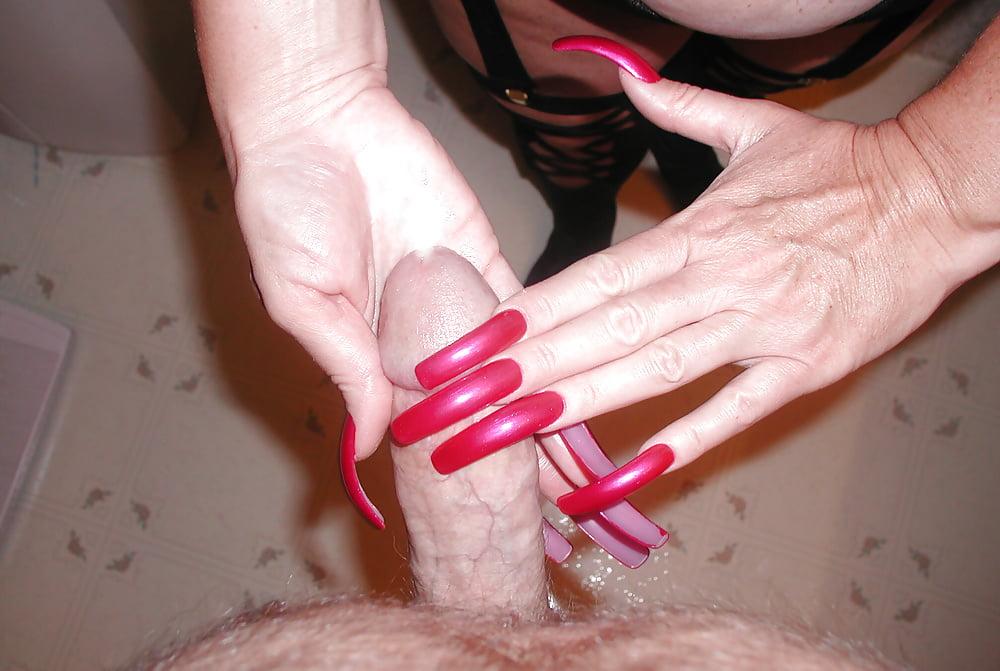 Дрочит член с длинными ногтями порно видео, фото русских красавиц порно