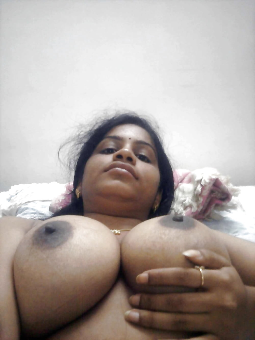 big-boobs-mallu-aunty-hot-amateur-naked-girl-laying-nude-on-bed