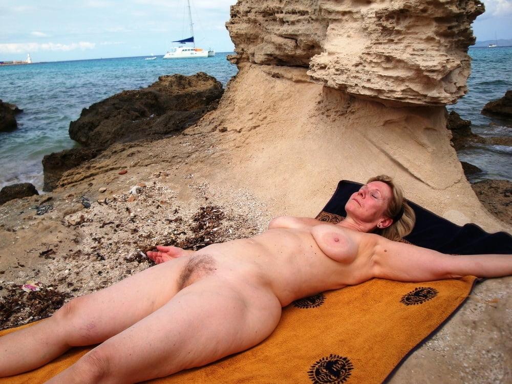 Sexy nude milfs beach voyeur hq photo spycam above