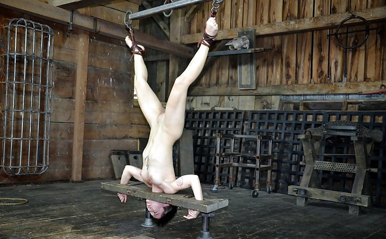 upside-down-nude-girls