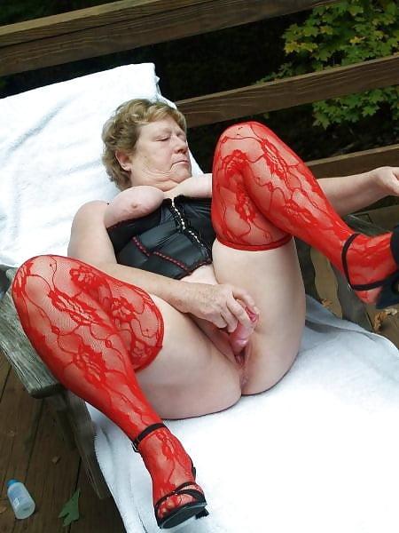Mature women using dildos