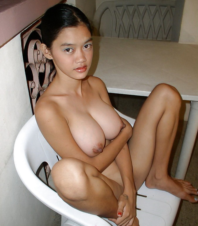 Filipina camwhore girl shows her lovely big boobs