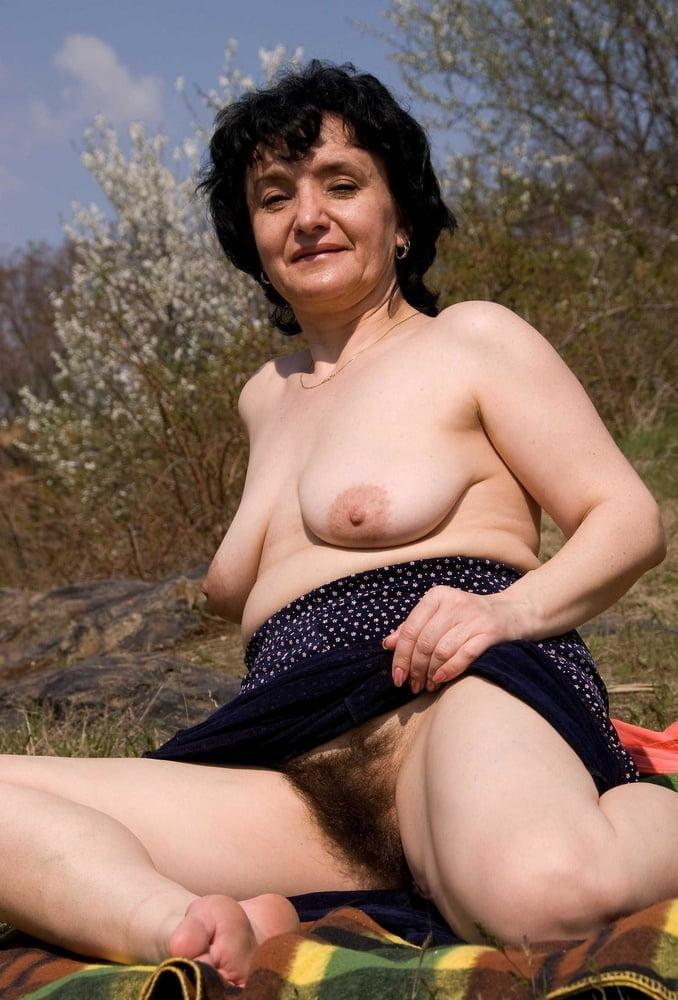 Hausfrauen Taetowierte Outdoor Swingersex