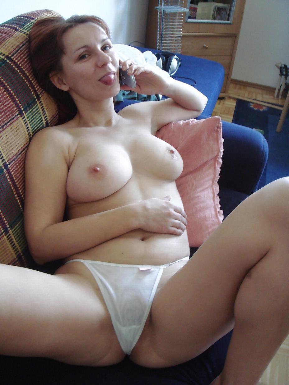 Порнушка красивая мамочка в белых трусиках