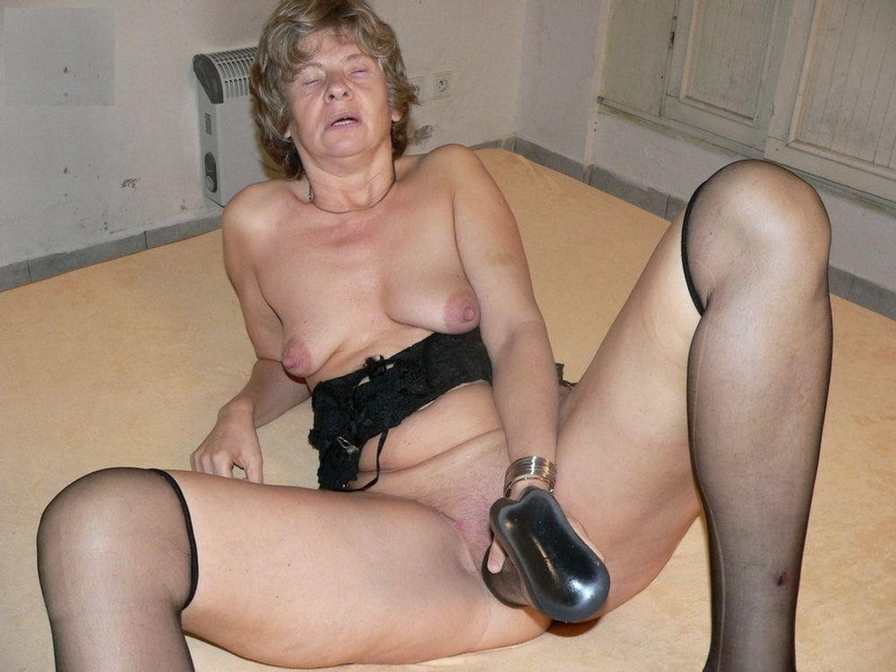 Old pussy with dildo pics, naked mature women sex