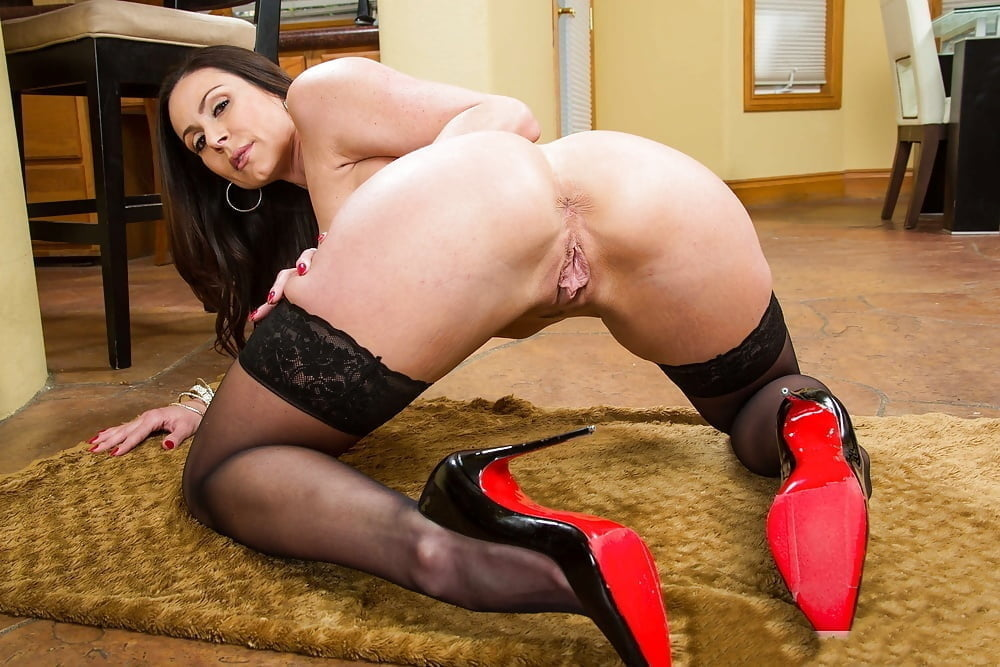 Rubbing her pussy in stockings and high heels