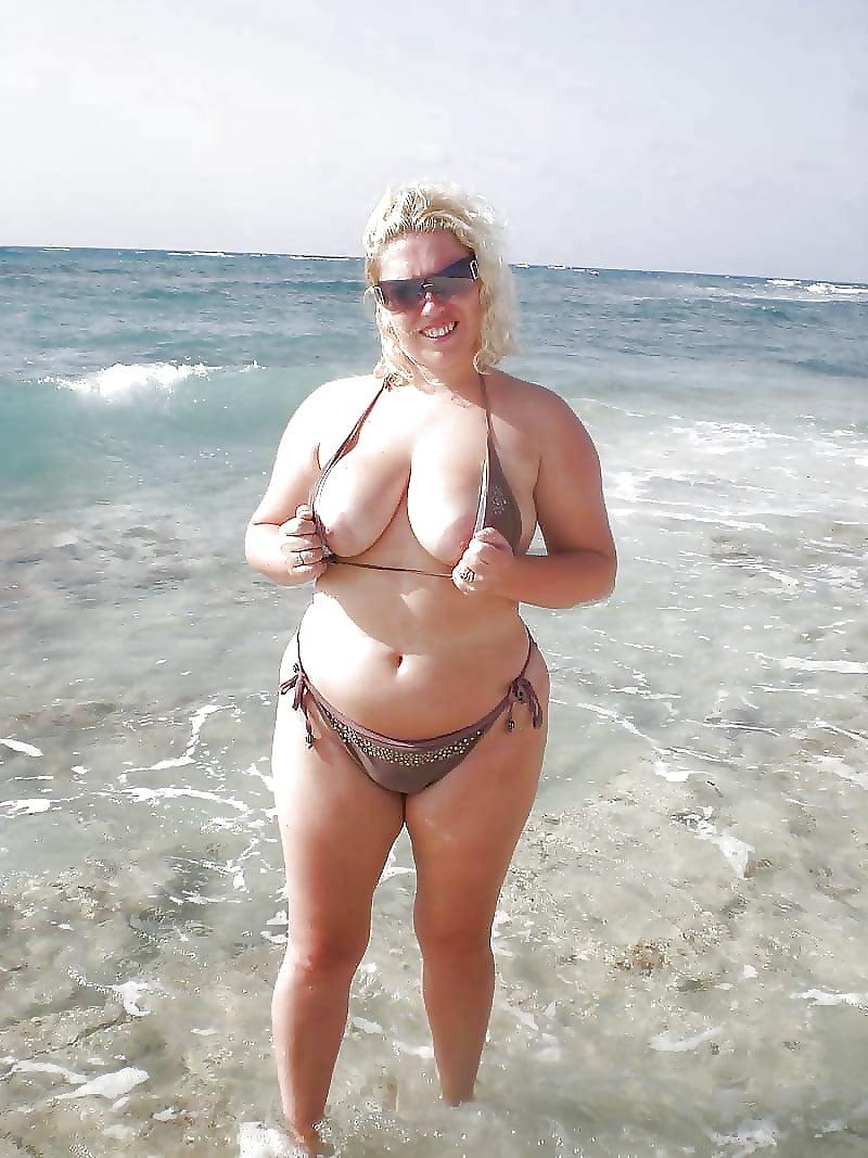 blonde-bbw-on-the-beach-brunette-lady-mature