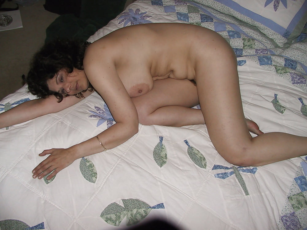 wife-waiting-nude-on-bed