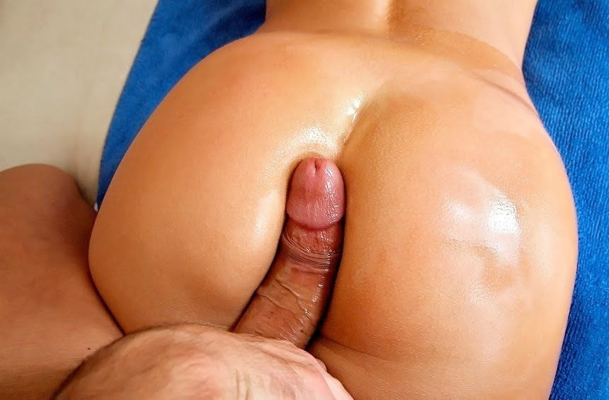 Beefy college guy takes a big dick up the ass bubble butt fuck