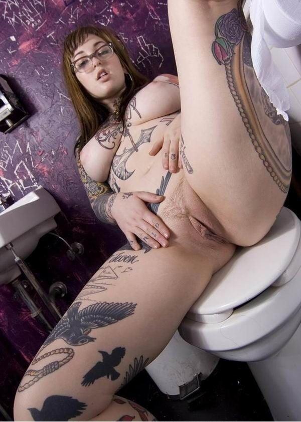 girls-tattoo-pussy