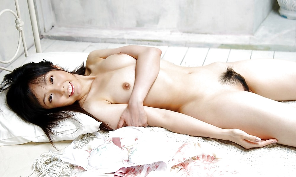 Naked Asian Babes Urinate