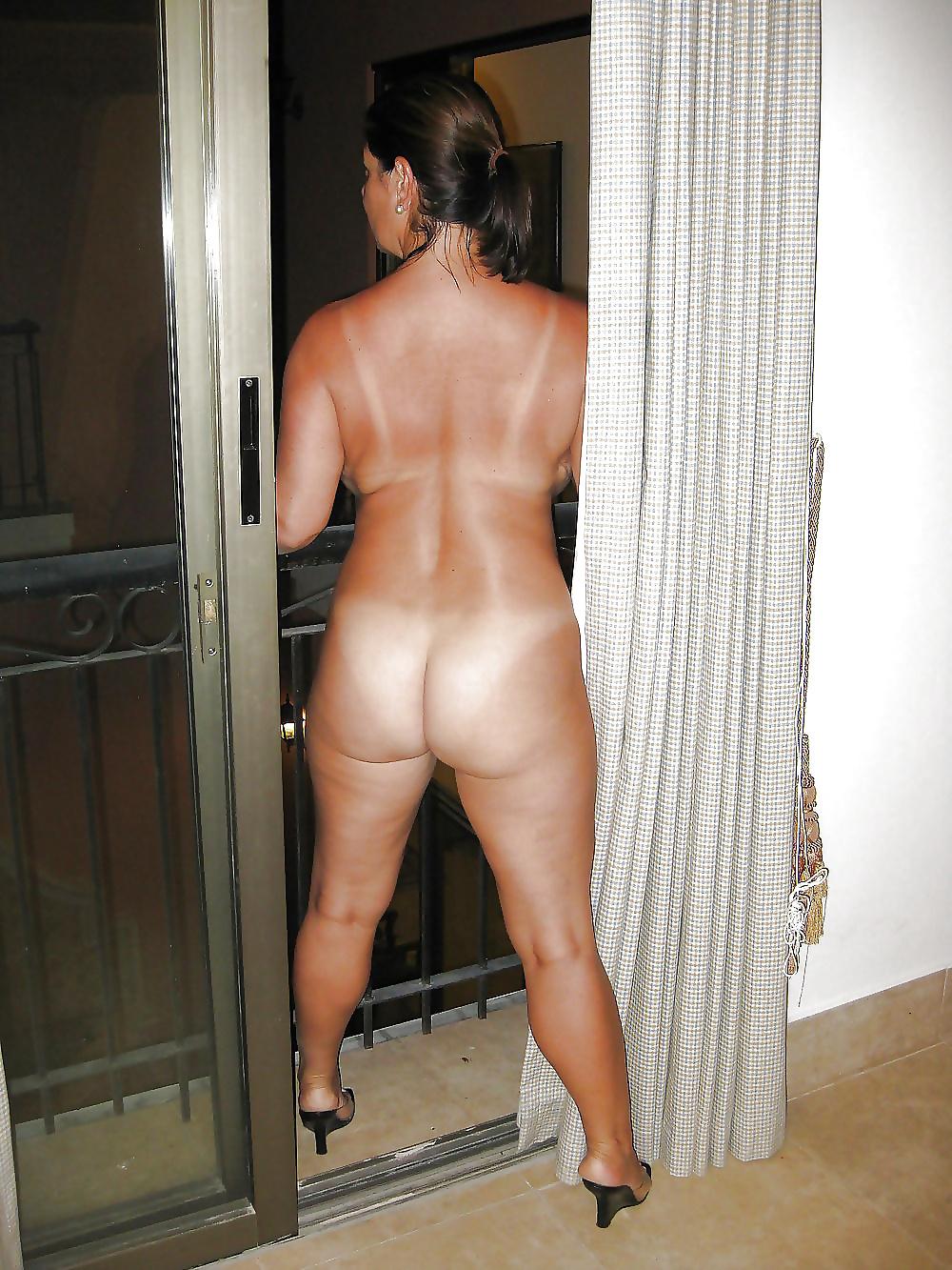 Naked mature hot-3379