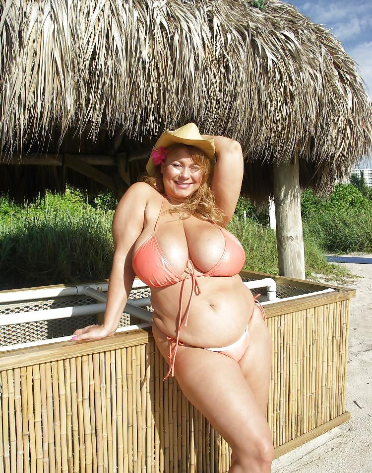 Эротические фото аргентинок в бикини толстушек