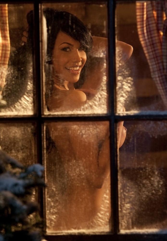Kylie - The Art of Christmas - 21 Pics