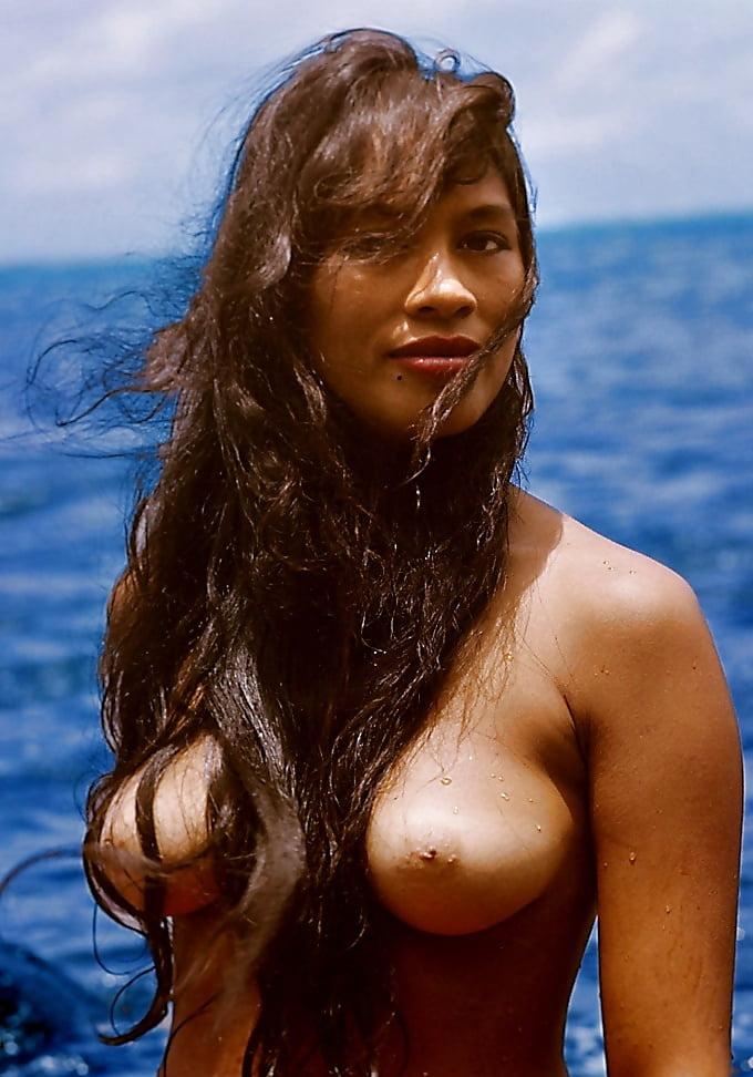 Nude polynesian girls