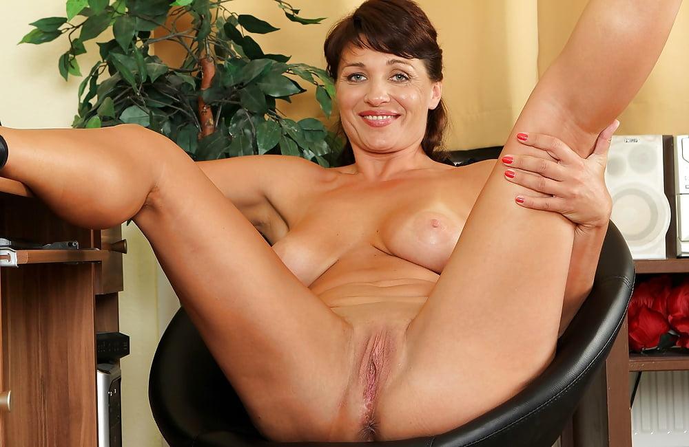 Brunette mature pics, nude women gallery