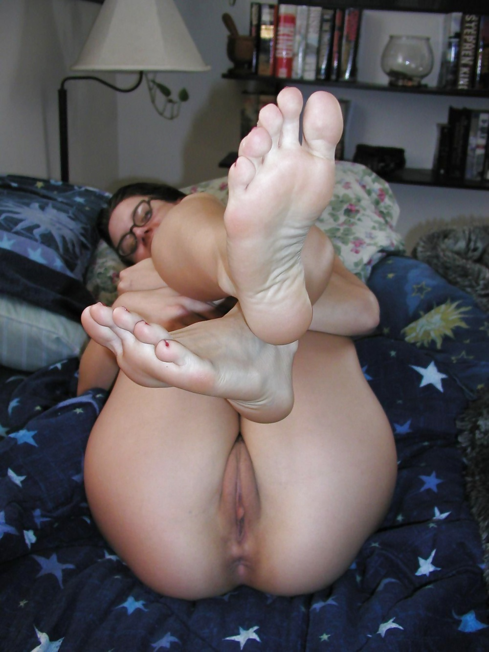 young-creamy-pussy-and-feet-bosss-by-hand-job-wife