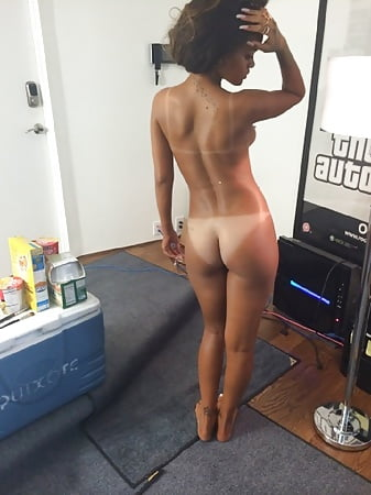 Nude photos Amia Miley Shaved Pussy