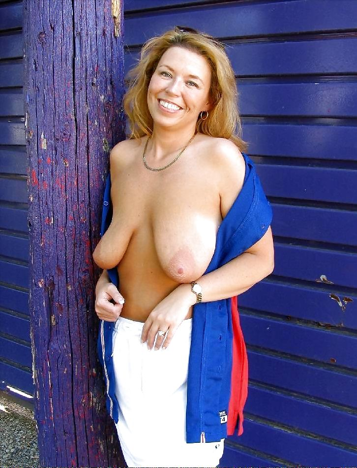 Milf kelly madison baring her big saggy tits