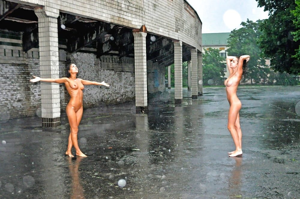 naked-in-the-rain-pics